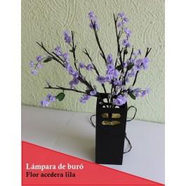 Lámpara de mesa con ramas luminosas LED de rosas blancas con muérdago