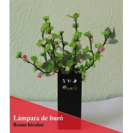 Lampara de mesa con ramas luminosas LED y rosas bicolor